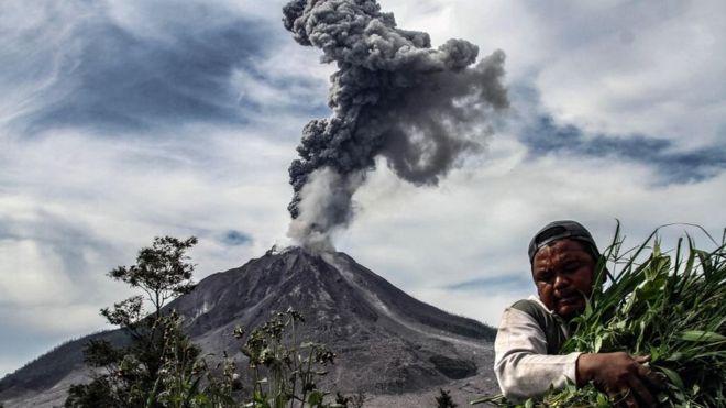 La actividad en el Cinturón de Fuego es resultado de la llamada tectónica de placas, el movimiento y la colisión de las capas de la corteza terrestre. (AFP)