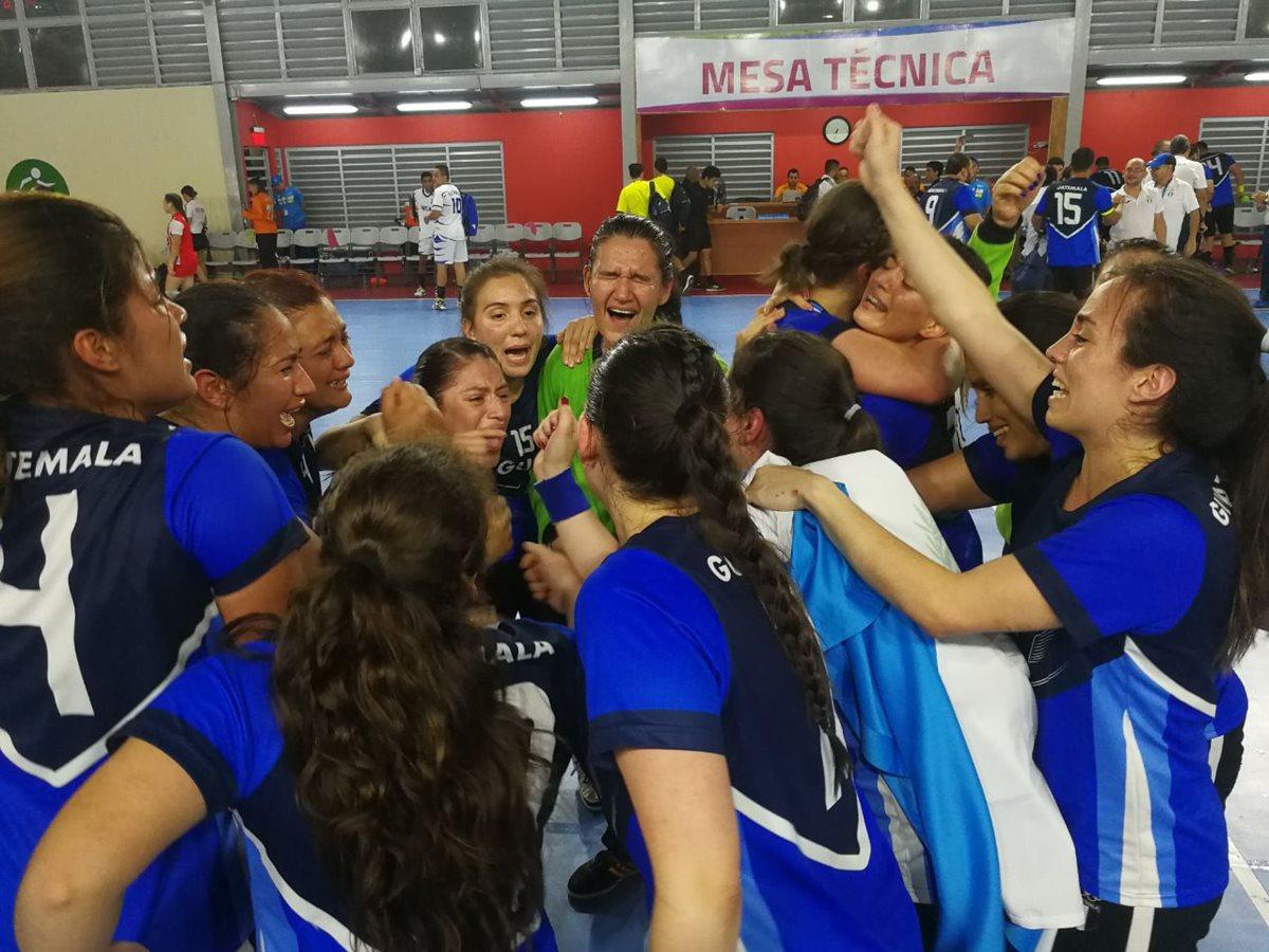 Guatemala derrotó a Costa Rica y festejó al final. (Foto Prensa Libre: Carlos Vicente)
