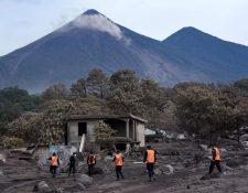 La búsqueda de víctimas de la erupción del Volcán de Fuego continuará en la aldea San Miguel Los Lotes. (Foto Prensa Libre: Hemeroteca PL)