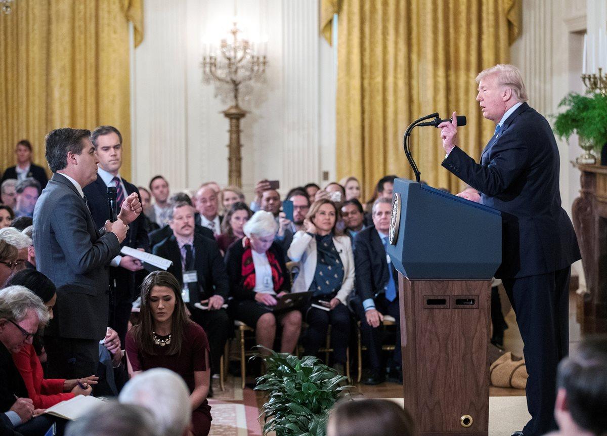 La Casa Blanca se rinde en disputa con la CNN y devuelve acreditación a periodista