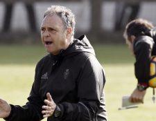El estratega español Joaquín Caparrós fue destituído este jueves como técnico del Osasuna. (Foto Prensa Libre: Hemeroteca)