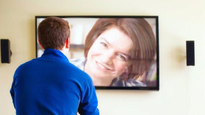 Si sabes cómo, puedes convertir el salón de tu casa en el lugar perfecto para hacer una videoconferencia. GETTY IMAGES