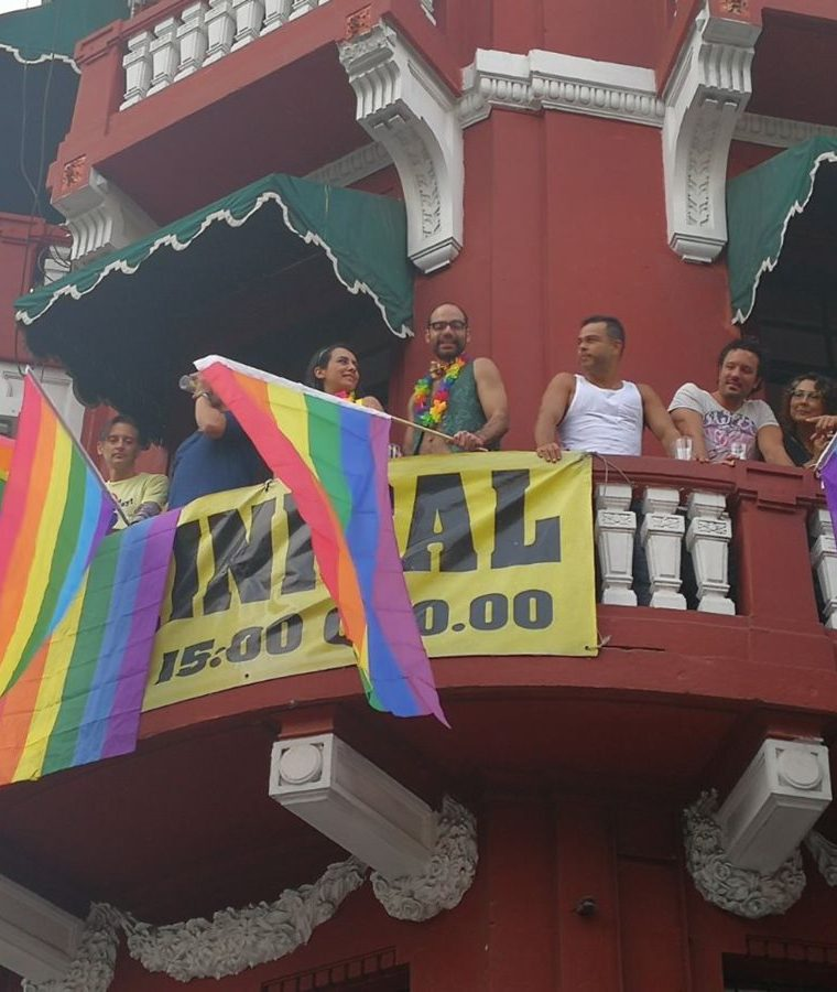Personas apoyan desfile del Orgullo Gay Guatemala 2017. (Foto Prensa Libre: Estuardo Paredes)