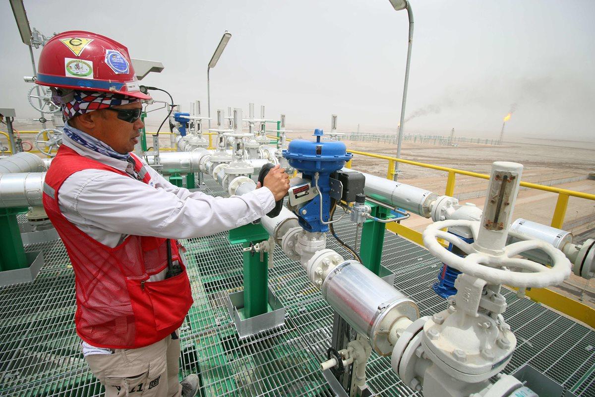 OPEP y aliados acuerdan un recorte de producción de crudo para que suban los precios