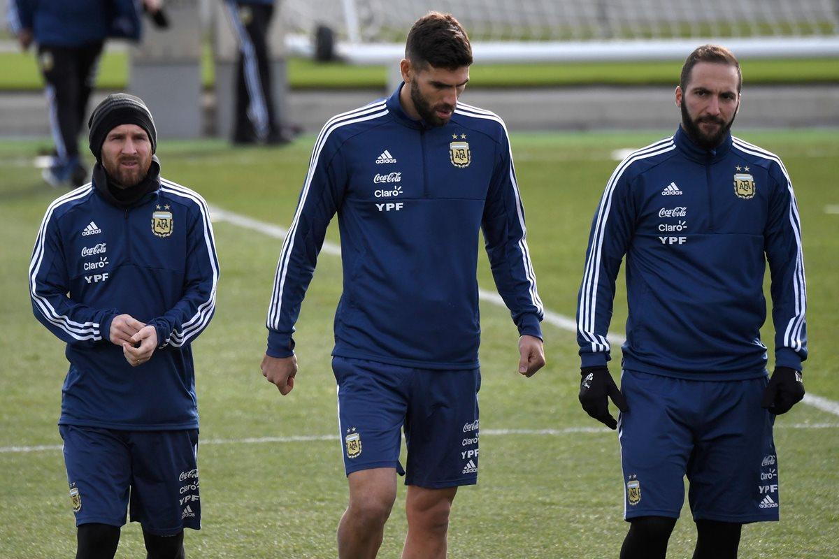 Lionel Messi tiene libertad de escoger al compañero ideal en la delantera de la selección de Argentina. (Foto Prensa Libre: AFP)