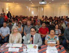 Conferencia de Jordán Rodas junto a líderes y activistas sociales. (Foto: PDH)
