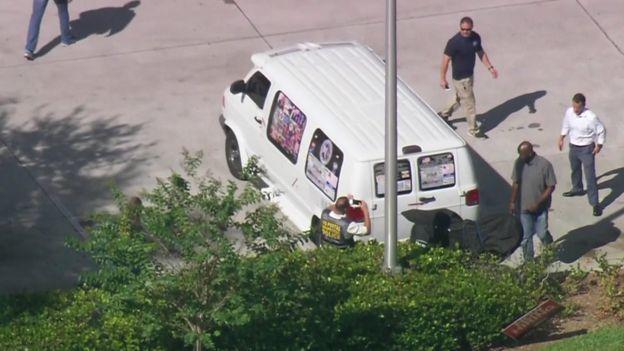 La camioneta del sospechoso está siendo investigada. CBS
