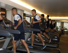 Los jugadores de la Selección Nacional se ejercitaron en el gimnasio del hotel. (Foto Prensa Libre: Cortesía CDG)
