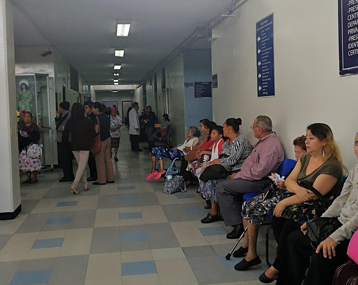 El Hospital General atenderá a partir de este miércoles solo a pacientes hemato-oncológicos. (Foto Prensa Libre: Ana Lucía Ola)