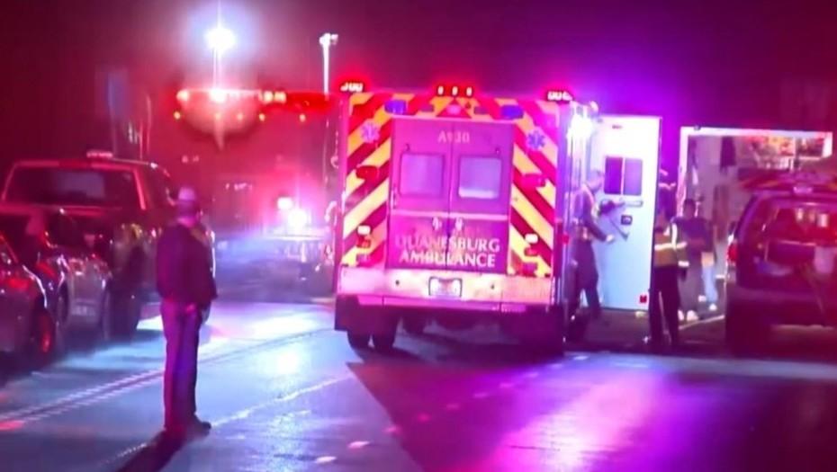 Numerosas ambulancias y agentes policiales acudieron a la zona (Foto Prensa Libre: Video Univision)
