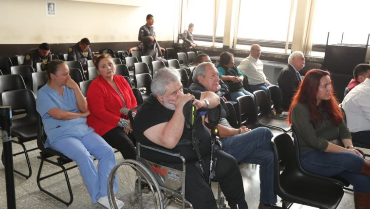 Javier Ortiz alias el Teniente Jerez -en silla de ruedas- es uno de los seis acusados que solicitaron salir de prisión. (Foto Prensa Libre: Érick Ávila)