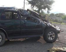 Vehículo involucrado en accidente ocurrido en Ipala, Chiquimula, donde murió una persona y cinco resultaron heridas. (Foto Prensa Libre: Edwin Paxtor)