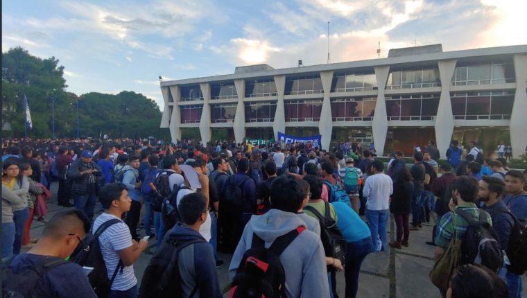 Los estudiantes de la Usac han sostenido asambleas para coordinar acciones en contra de las decisiones del gobierno en relación a la Cicig. (foto Prensa Libre: Hemeroteca PL)