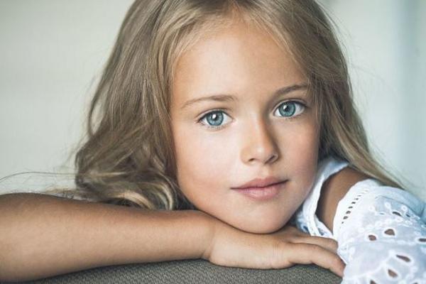 Kristina Pimenova, 'la niña más bella del mundo' , está de cumpleaños. (Foto Prensa Libre: AFP)