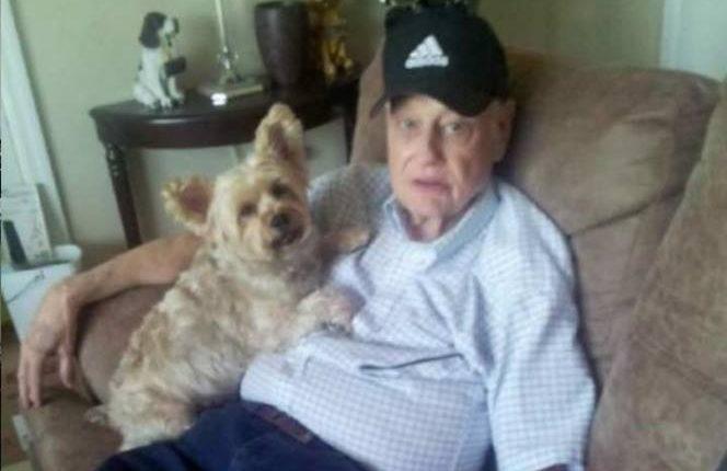 Jerry Ellingsen fue hallado en el aeropuerto de Denver, Colorado, cuando deambulaba junto a su perro, enviado por su hija desde Florida. (Foto Prensa Libre: Facebook)