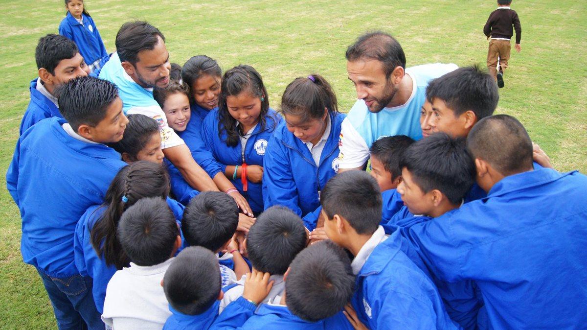 Niños huérfanos cumplirán otro de sus sueños en el Doroteo Guamuch Flores
