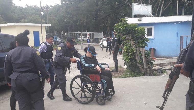 Agentes del Sistema Penitenciario trasladaron a Baldetti al Hospital Roosevelt el 15 de junio por una supuesta afección intestinal. (Foto Prensa Libre: Hemeroteca PL)