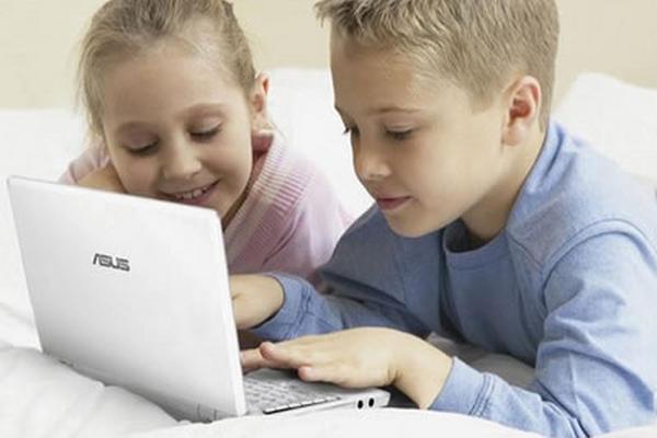 Los padres deben supervisar el tiempo que los niños navegan por internet. (Foto Prensa Libre: Servicios)