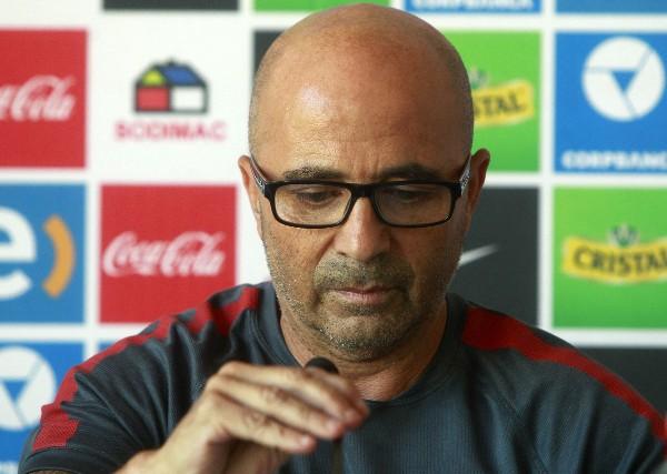 Sampaoli dilata su renuncia como técnico de Chile para negociar su salida