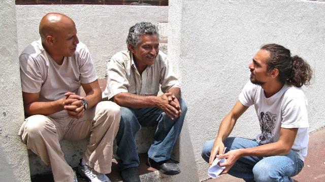 """Eduardo Spiegeler (derecha) en el rodaje del largometraje """"Fe"""" del cineasta Alejo Crisóstomo. (Foto Prensa Libre: Cortesía: Manuel Morillo Orozco)"""
