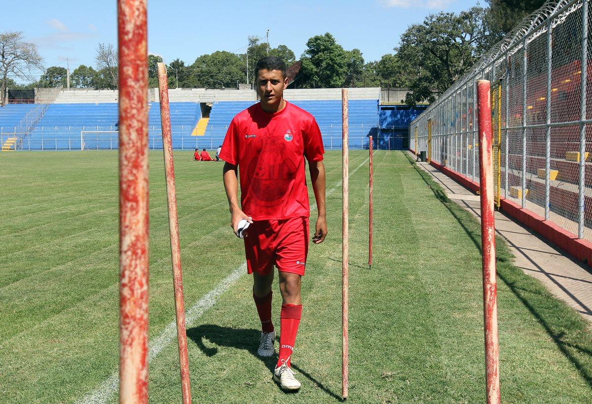 El defensa Jefrey Payeras fue campeón con Municipal en el torneo Clausura y ahora firmó con el Galaxy para jugar en la USL. (Foto Prensa Libre: Hemeroteca PL)