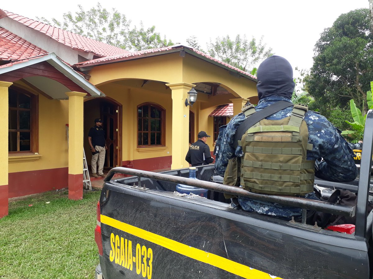 En la casa de Orlando Pinto Espina incautaron armas de fuego. (Foto Prensa Libre: Cortesía)