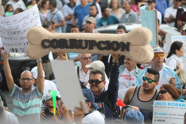 Este 9 de diciembre se celebra el Día contra la Corrupción. En Guatemala una de las mayores manifestaciones contra este flagelo se registró en el 2015, contra el gobierno del PP. (Foto Prensa Libre: Hemeroteca PL)
