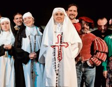 Un selecto elenco se prepara para subir a escena a Don Juan Tenorio. (Foto Prensa Libre: Ángel Elías).