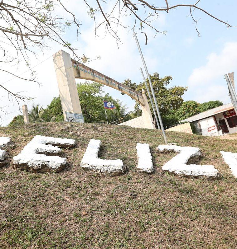 Aduana de Belice donde todo Guatemalteco para cruzar necesitan pasaporte los agentes son bien propotentes. (Foto Prensa Libre: Érick Ávila)