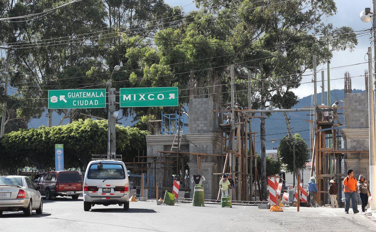Arco estilo colonial podría complicar ingreso al centro de Mixco