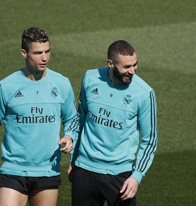 Cristiano Ronaldo y Karim Benzema, durante el entrenamiento del Real Madrid en la Ciudad Deportiva de Valdebebas. (Foto Prensa Libre. EFE)