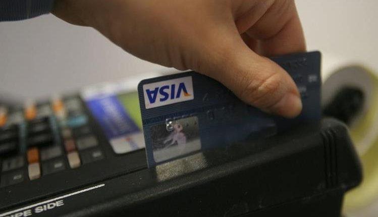 Comercios vuelven a ofrecer el servicio de Visa Cuotas. (Foto Prensa Libre: Hemeroteca PL)