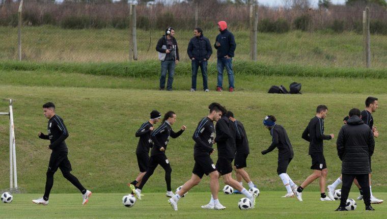 En Uruguay la Universidad Católica (UCU) suspenderá sus clases durante los juegos de la selección uruguaya. (Foto Prensa Libre: EFE)