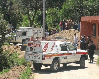 En el sector Las Tapias, zona 8 de Xela, localizaron el cadáver de Óscar Raúl Barrera, de 23 años. (Foto Prensa Libre: Fred Rivera)