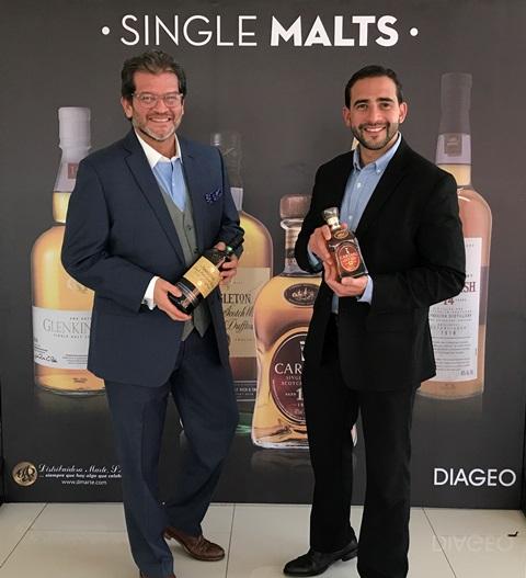 Arturo Savage, embajador regional de Diageo, y Rodrigo Fonseca, gerente de País de Diageo