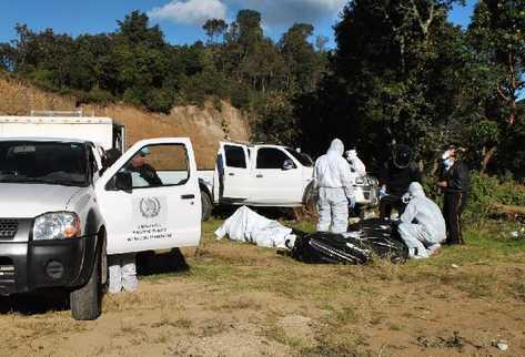 En un barranco de la aldea Vásquez, Totonicapán, localizan los tres cuerpos en un picop