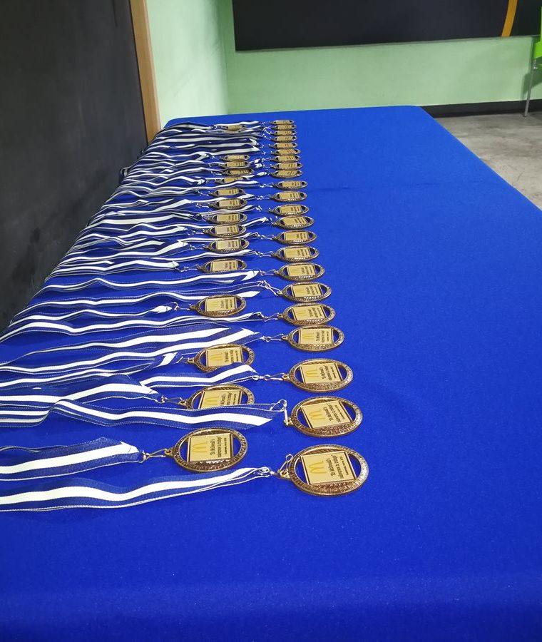 Medallas que les fueron entregadas a los trabajadores con capacidades diferentes de McDonald's. (Foto Prensa Libre: Oscar García).