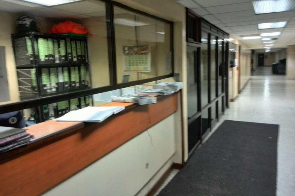 Los pasillos de la Torre de Tribunales están vacios.