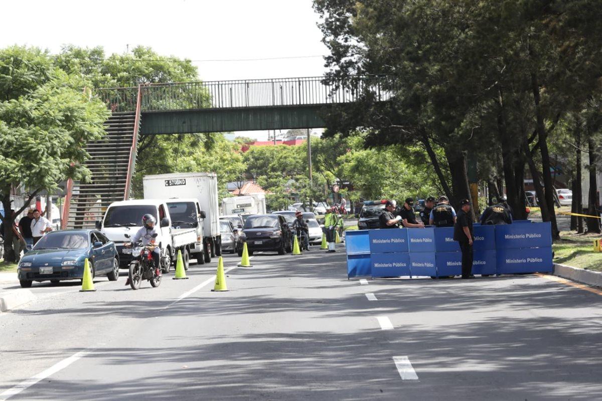 El hecho causó atascos vehículares en la zona 12. (Foto Prensa Libre: Érick Ávila)