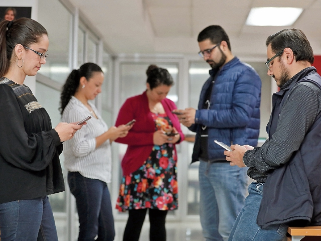 El país aún debe superar desafíos en cuanto a legislación en protección de datos de los usuarios y promover políticas públicas que traten estos temas. (Foto Prensa Libre: Juan Diego González)