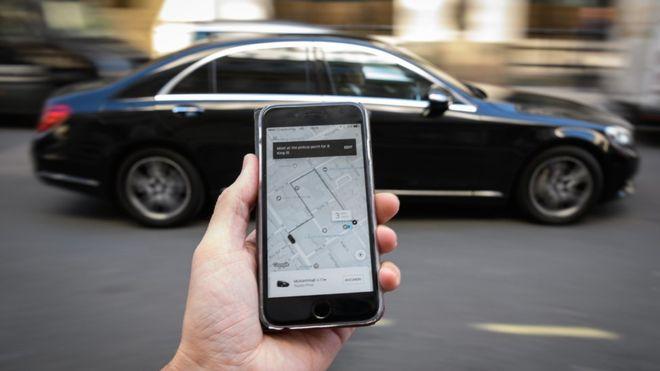 Un tribunal de justicia europeo dictaminó que Uber deberá asumir las normas que rigen las empresas de servicios de transporte. GETTY IMAGES