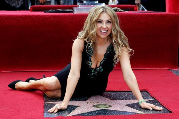 Thalía develó su estrella en el Paseo de la Fama de Hollywood. (Foto Prensa Libre: AP)