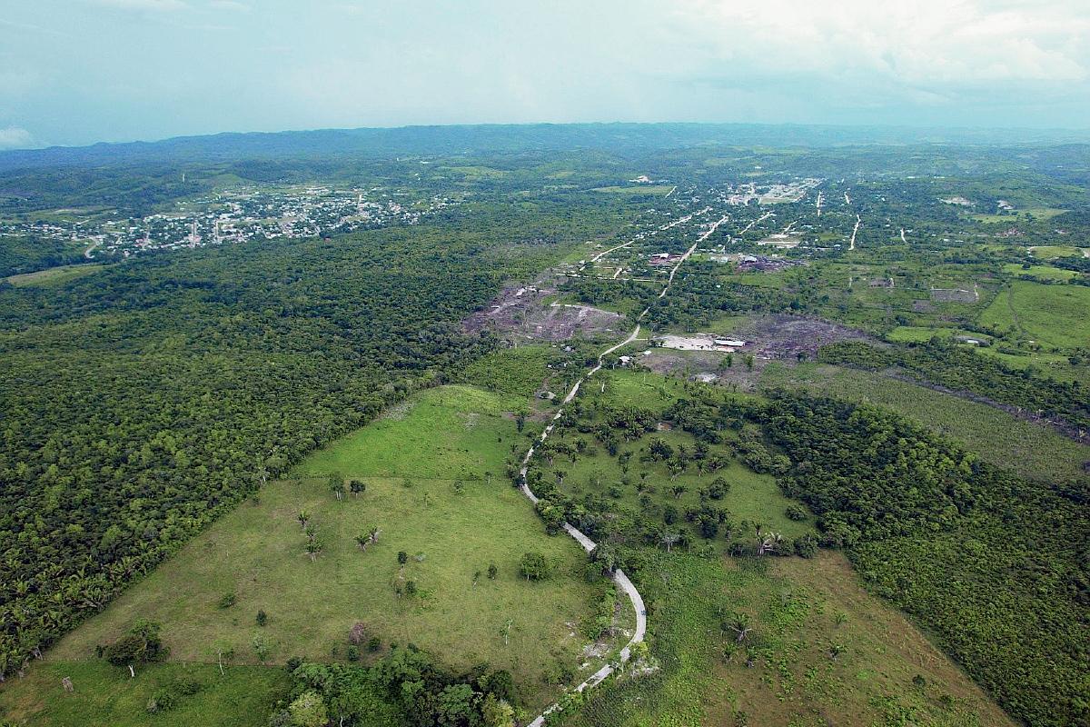 Fotografía aérea de la zona de adyacencia entre Belice y Guatemala. (Foto Prensa Libre: Hemeroteca)
