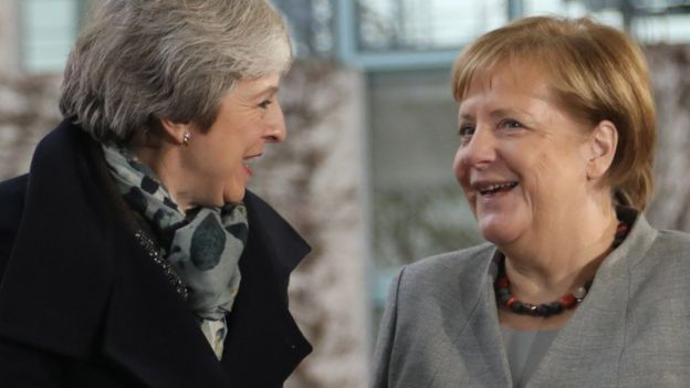 Theresa May está tratando de arrancarle nuevas concesiones a los otros líderes europeos. EPA