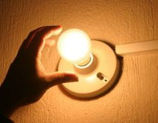 El amparo es para evitar que las tarifas de la energía eléctrica afecte a los usuarios directamente. (Foto: Prensa Libre: Hemeroteca)