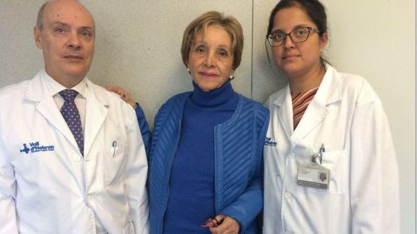 María José del Valle, en el centro, ha sido operada de cáncer de páncreas con radiofrecuencia en Barcelona. TWITTER VALL D'HEBRON