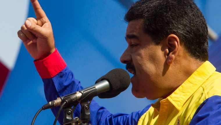 Nicolás Maduro, presidente de Venezuela, pronuncia su discurso ante una concentración de chavista el sábado, en Caracas. (Foto Prensa Libre: EFE).