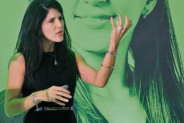 Sandra Quintero, fundadora de Facebook en Colombia habló sobre el meradeo digital. (Foto Prensa Libre: Esbín García)