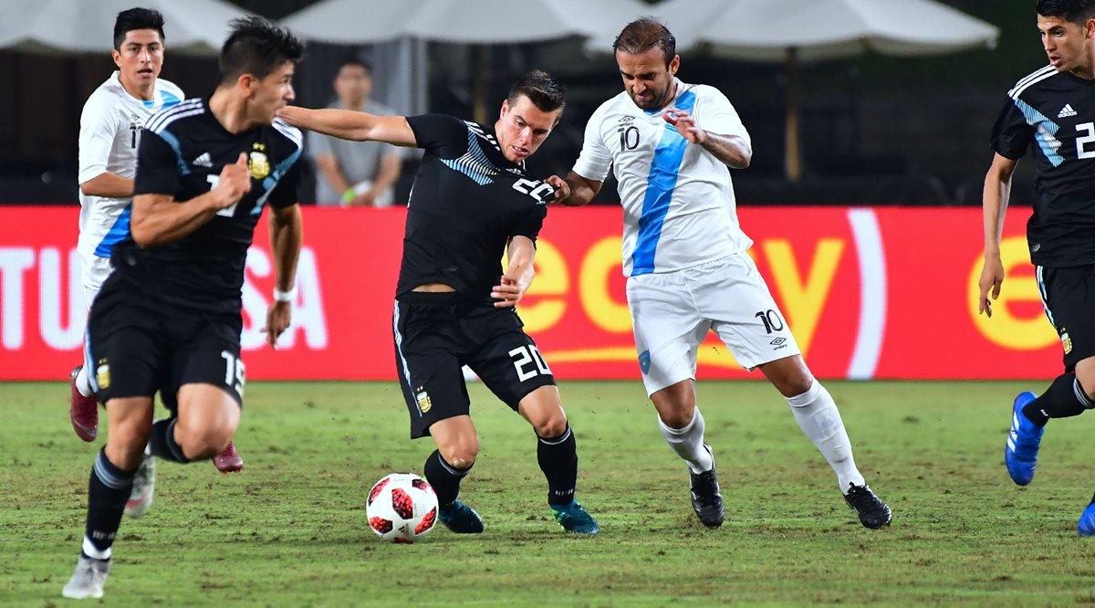 José Manuel Contreras fue duramente criticado en el partido entre Guatemala y Argentina. (Foto Prensa Libre: AFP)