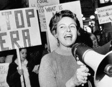 En 1976, Phyllis Schlafly lideró las protestas contra la ERA en Washington DC. BETTMANN ARCHIVE/GETTY IMAGES